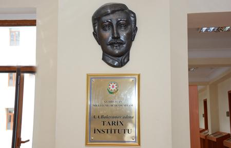 Tarix İnstitutunda tanınmış özbək yazıçısı ilə görüş keçirilib