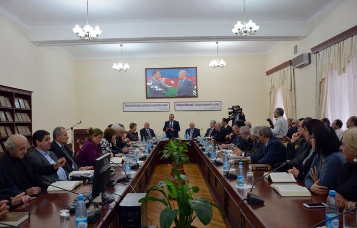 """Akademik Yaqub Mahmudovun """"Seçilmiş əsərləri"""" Milli Kitabxanaya təqdim olunub"""