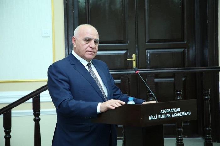 Müasir Azərbaycan xalçaşünaslığına dair məruzə dinlənilib