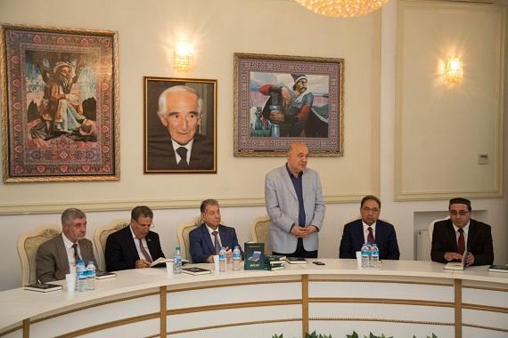 """Xalq yazıçısı Gülhüseyn Hüseynoğlunun """"Mücrü"""" kitabının təqdimatı keçirilib"""