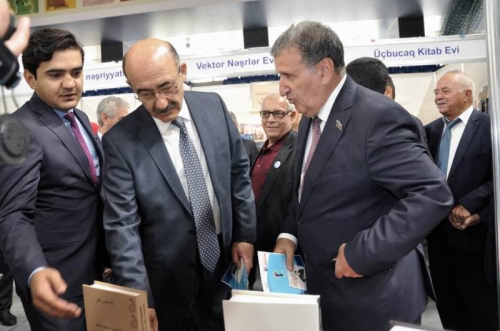 """AMEA-nın """"Elm"""" nəşriyyatı VI Bakı Beynəlxalq Kitab Sərgi-Yarmarkasında uğurla iştirak edib"""