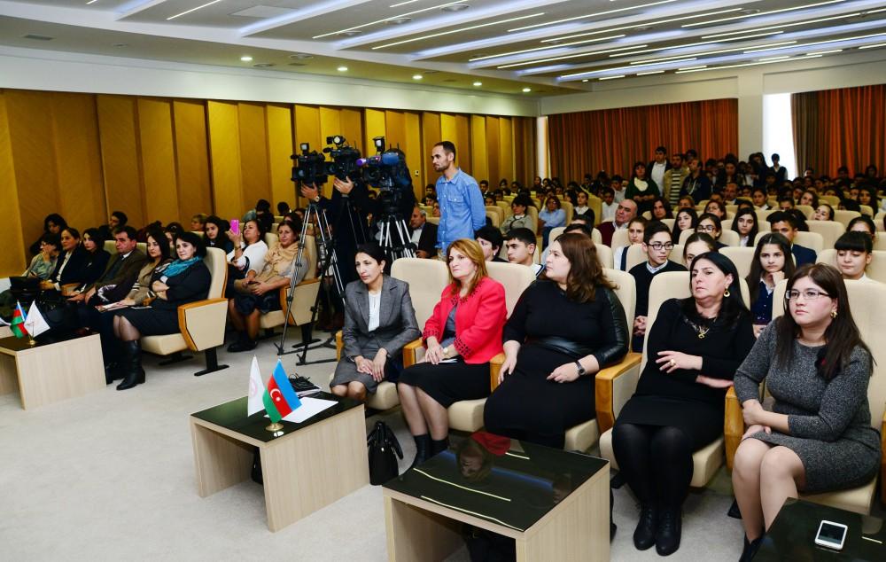 AMEA-nın A.A.Bakıxanov adına Tarix İnstitutunun direktoru, AMEA-nın müxbir üzvü Yaqub Mahmudovun orta məktəb şagirdləri ilə görüşüb